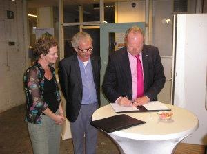 wethouder Tigelaar tekent Samenwerkingsovereenkomst