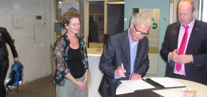 Paul tekent samenwerkingsovereenkomst