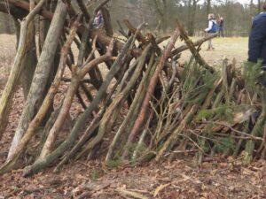 Bouw een hut van takken @ Pop-up Parkhuis